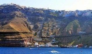 Santorini-old-port
