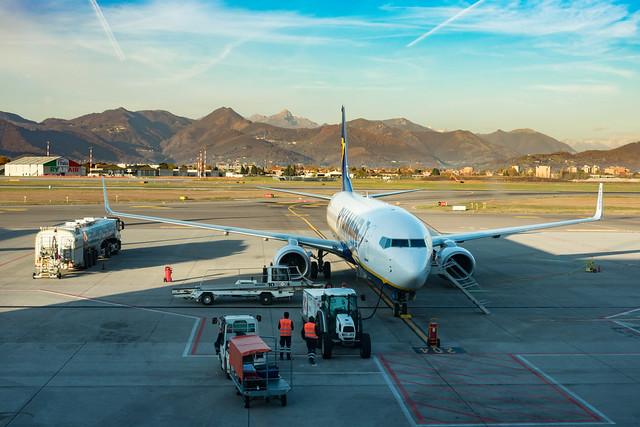 bergamo airport airplane