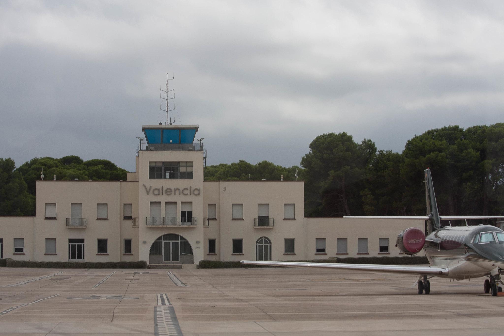 valencia airport outside